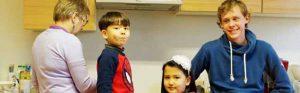 Regina News mit dem beiden Kindern Mehdi und Zeinab sowie Jonas News. Fotos: Roland Klecker/dofoto.de
