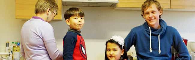 In die Internationale Kindergruppe im Markus-Gemeindehaus in der Nordstadt kommen auch die Erwachsenen gerne