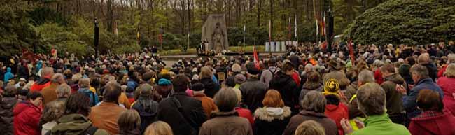 FOTOSTRECKE Karfreitag-Gedenkfeier in der Bittermark mit hörenswerten Reden vor zahlreichen BesucherInnen