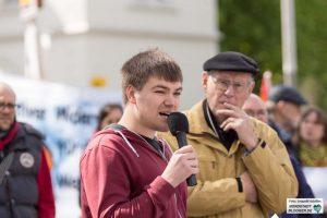 Daniel Kehl, Jugendvertreter der Sozialistischen Alternative Voran, sprach in Dorstfeld.