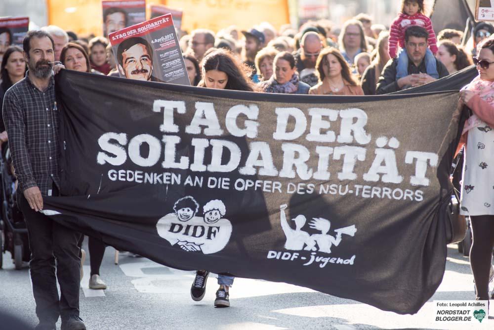 Vom Tatort des feigen Mordes zum NSU-Mahnmal führte die Demo durch die Nordstadt. Fotos: Leopold Achilles