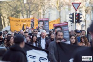 OB Ullrich Sierau reihte sich in die Demonstration ein.