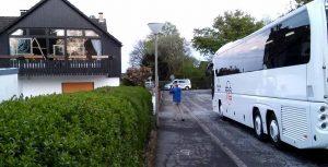 Da der BVB-Buss streikte, ließen die Ermittler einen anderen Reisebus kommen, um den Tatort nachzustellen.