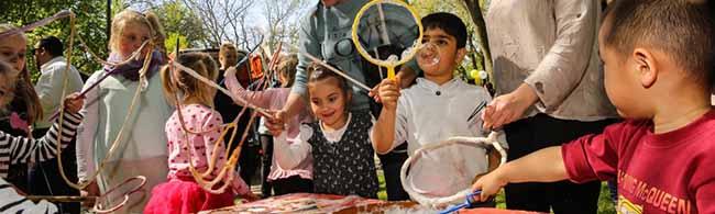 """FOTOSTRECKE """"Die Welt trifft sich bei uns!"""": Interkulturelle Feste in FABIDO-Familienzentren in Eving und der Nordstadt"""