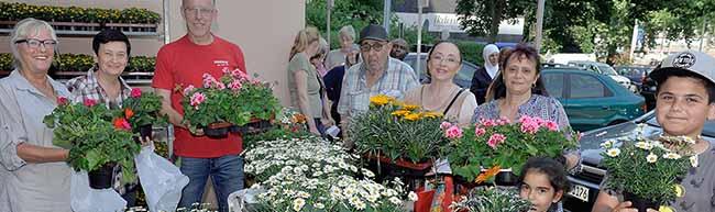 Blumen für DOGEWO-Mieter an der Heiligegartenstraße