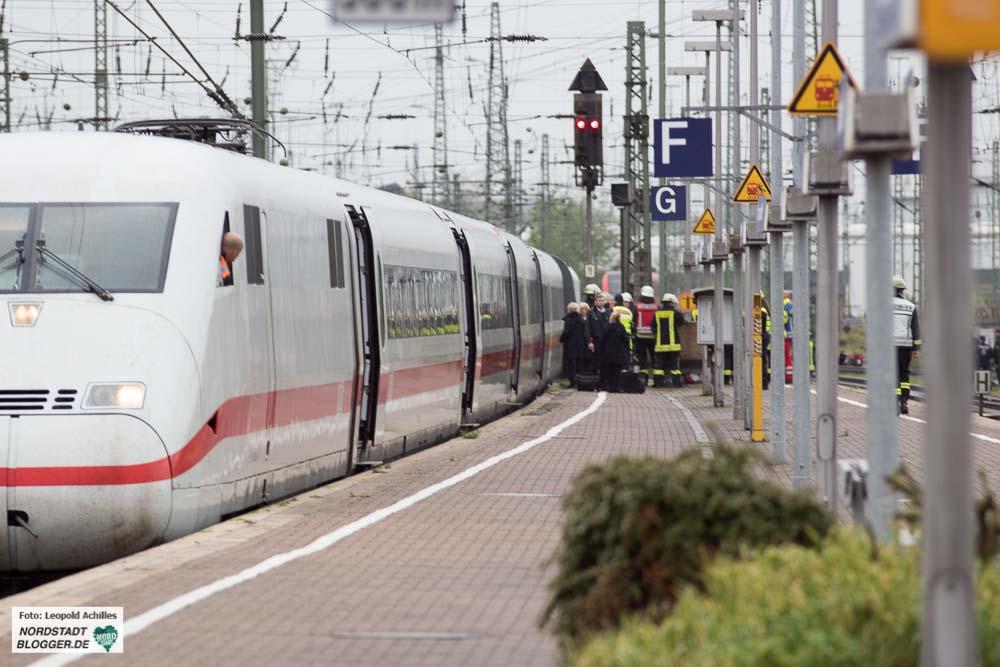 Nur der vordere Zugteil kam im Hauptbahnhof an - die hinteren drei Teile entgleisten.