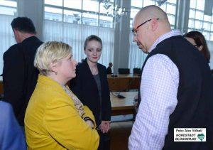 Für Claudia Middendorf (links) wurde der Wahlabend zur Zitterpartie. Foto: Alex Völkel