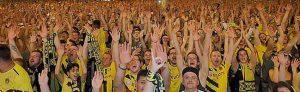 Zehntausende Menschen schauten in der City das BVB-Pokalfinale. Foto: Roland Klecker