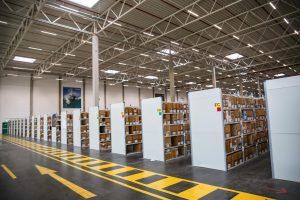 Auf einer Fläche von 32.400 Quadratmetern werden nicht nur zahlreiche Produkte gelagert, sondern auch ein Servicepoint ist integriert.