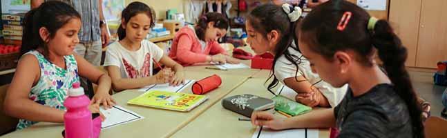 Kinder und Medien: Das Gesundheitsamt in Dortmund bietet Willkommensklassen Programm zur Medienkompetenz