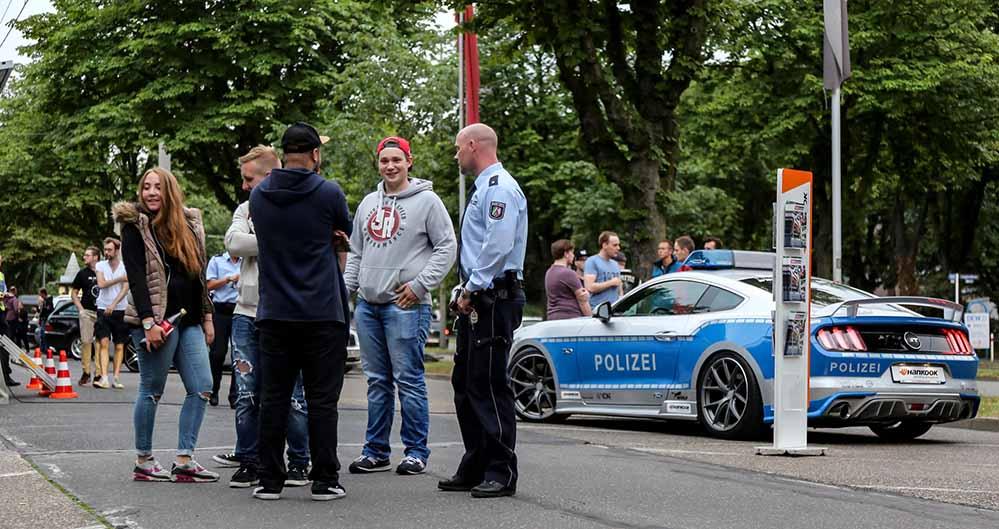 Mit einem getunten Polizei-Mustang sorgten die Beamten für Aufsehen.