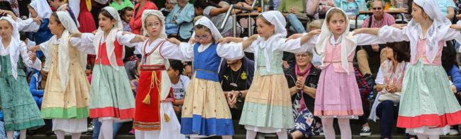 """""""Tanz Folk 2018"""": Kulturvereine und Folklore-Gruppen aus der ganzen Welt fordern die Dortmunder Nordstadt zum Tanz auf"""