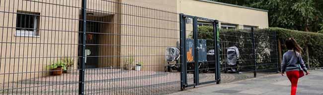 Spielgelände seit Wochen geschlossen: Drogen, Dreck und Fäkalien statt Spielspaß am Johannes-Kindergarten