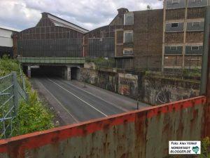 Die Huckarder Straße unterquert das Werksgelände - im Bild der Union-Gewerbehof.