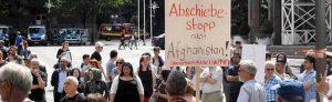 Die Dortmunder Flüchtlingspaten hatten zur der Kundgebung vor dem Rathaus aufgerufen.
