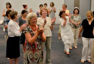 Es wird eine Vielzahl von Veranstaltungen wie hier beim Seniorentag in Frankfurt geben. Foto: BAGSO