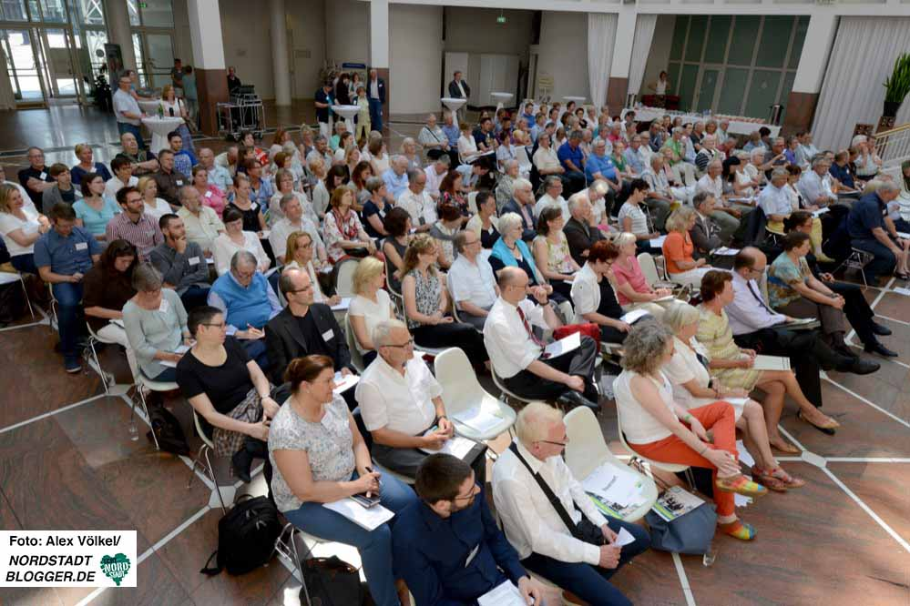 180 Dortmunder MultiplikatorInnen ließen sich über die Planungen informieren.