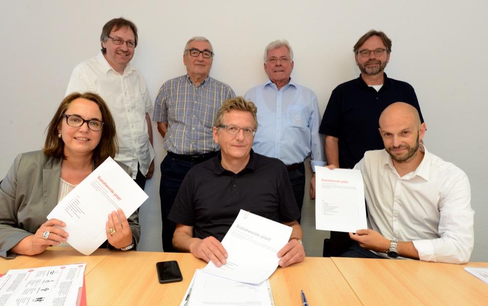 SPD-ParlamentarierInnen und UnterstützerInnen haben das Papier erarbeitet. Fotos: Alex Völkel
