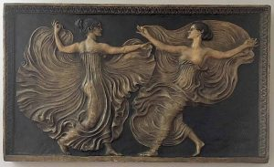 Wandrelief mit Tänzerinnen (Franz von Stuck, um 1900).