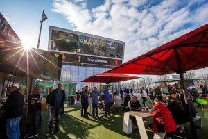 Der Platz vor dem Deutschen Fußballmu-seum lädt zum Verweilen ein. Foto: Deutsches Fußballmuseum