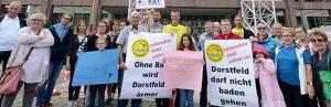 Auch vor der Ratssitzung warb die Bürgerinitiative für den Standort Kortental. Foto: Alex Völkel