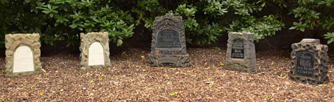 Arbeit des Fördervereins trägt Früchte: Fünf alte Grabsteine bekamen auf dem Nordfriedhof einen neuen Platz
