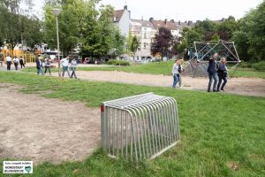 Der Spielplatz an derMissunde- Ecke Düppelstraße war Thema bei dem Rundgang.