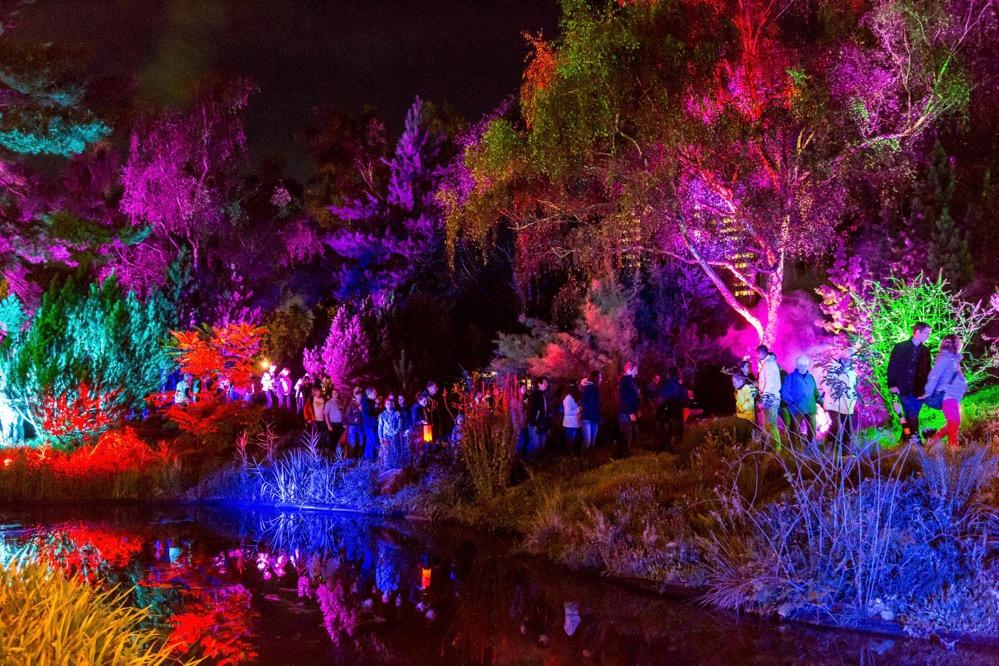 Beim Lichterfest 2017 werden zehntausende Lichter den Park zum Strahlen bringen. (Archivfotos)