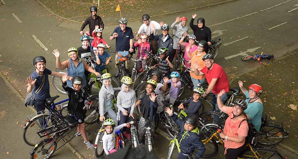 Die Kinder und Eltern, die am Ferienprogramm des ADFC teilnehmen, freuen sich schon auf die Sternfahrt. Foto: Ole Steen
