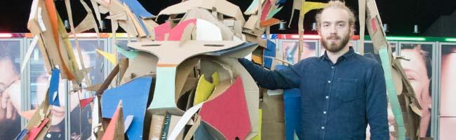 Ein Nashorn für den Norden 2.0 – Künstler Felix Meermann hat bereits zum zweiten Mal ein Tier aus Pappe erschaffen