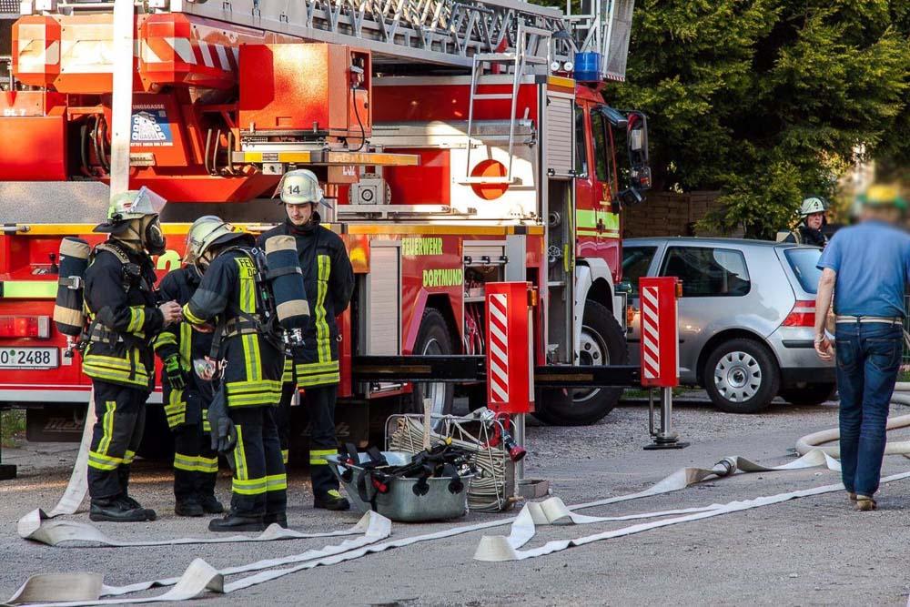 Die Dortmunder Feuerwehr im Einsatz. - Foto: Sascha Rotermund