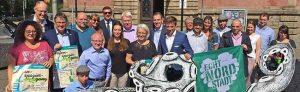 Veranstalter und Sponsoren des Hafenspaziergangs freuen sich auf den 2. September. Foto: Joachim vom Brocke