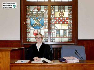 Staatsanwältin Alina Hildesheim wirft Iwan K. - die Vorbereitung einer schweren staatsgefährdenden Straftat vor.