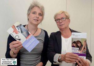 Claudia Kurz (Verbraucherzentrale) und Gisela Tripp (Arbeitslosenzentrum) engagieren sich gegen Energiearmut.
