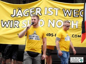 Nazikundgebung zum 5. Jahrestag des NWDO-Verbots.