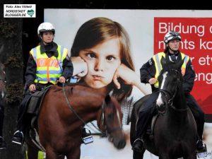 """""""Früher war mehr Lametta"""": Zum Glück ereignislos blieb der Großeinsatz für die Polizei."""