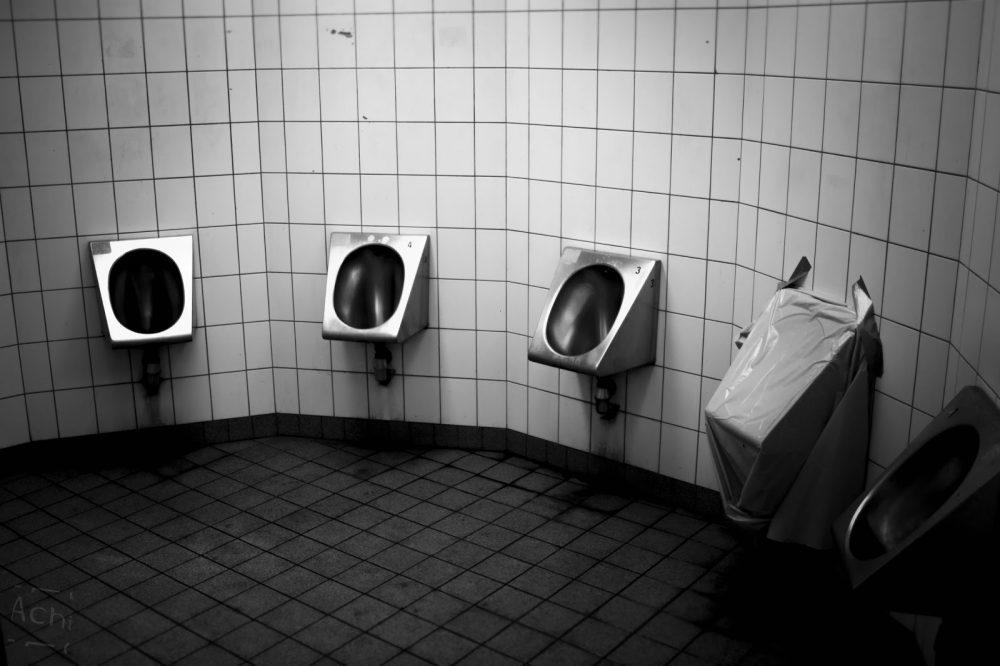 Vor 15 Monaten wurde die Sanierung der maroden Toilettenanlage beschlossen, Passiert ist bisher nichts.