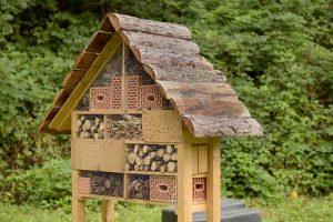 Die Kinder haben bereits ein Insektenhotel gebaut.