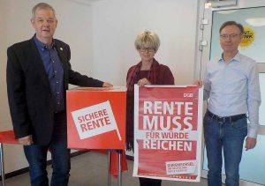 Manfred Sträter, Jutta Reiter und Michael Bürger fordern einen Kurswechsel in der Rentenpolitik. Foto: R.J.Mendera