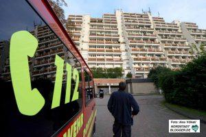 Mehrere hundert Einsatzkräfte sind an der Evakuierung des größten Dortmunder Wohnhauses beteiligt.