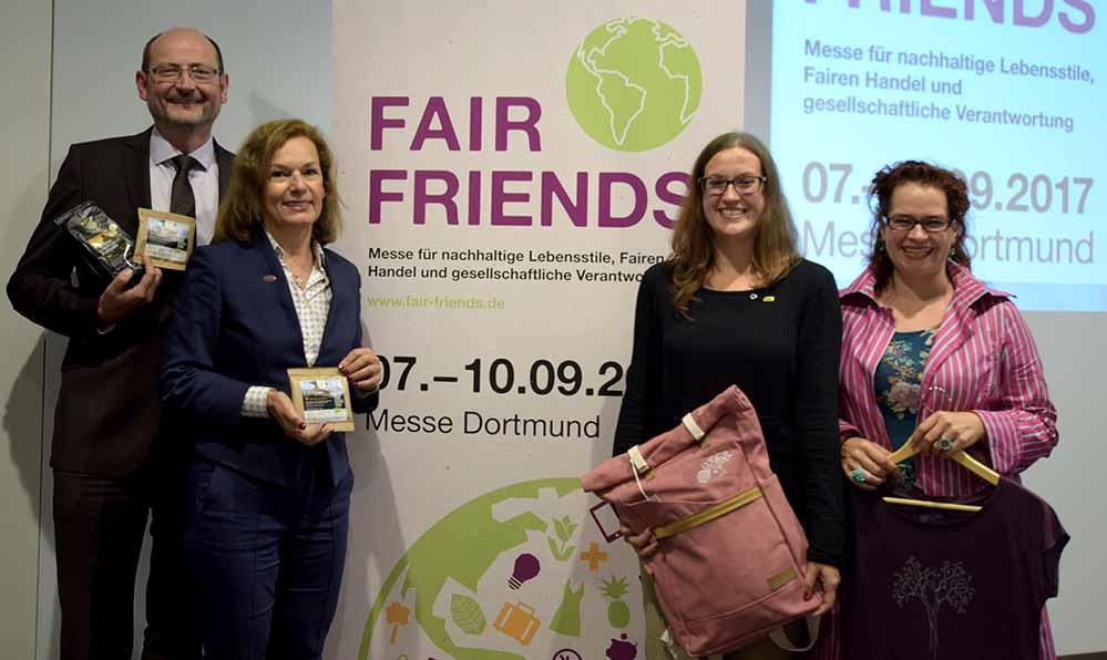 """Dr. Peter Schaumberger, Sabine Loos, Marie-Lucie Linde und Anna Hörling (v.li.) stellten das umfangreiche Programm der """"FAIR FRIENDS 2017"""" vor."""