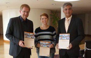 v. l. Dezernent Ludger Wilde, Julia Meininghaus und Thomas Böhm stellten den Wohnungsmarktbericht 2017 vor