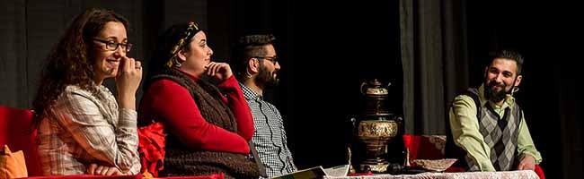 """Deutschland – Türkei : Die Theatergruppe """"Halber Apfel"""" zeigt """"Stefanie integriert die Öztürks"""" im Dietrich-Keuning-Haus"""
