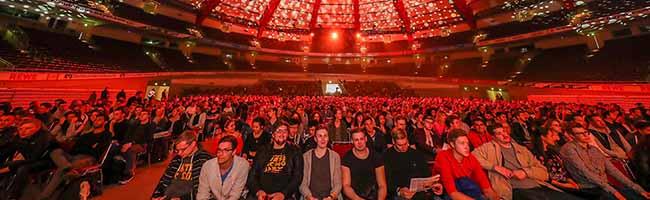 Die Fachhochschule Dortmund rollt den roten Teppich aus und begrüßt ihre Erstsemester in der Westfalenhalle 1