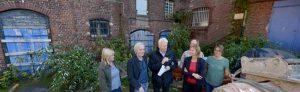 OB Ullrich Sierau und die Stadterneuerung übergaben den Bewilligungsbescheid an die Stiftung Soziale Stadt.
