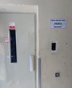 Nicht betriebsbereit ist der Aufzug.