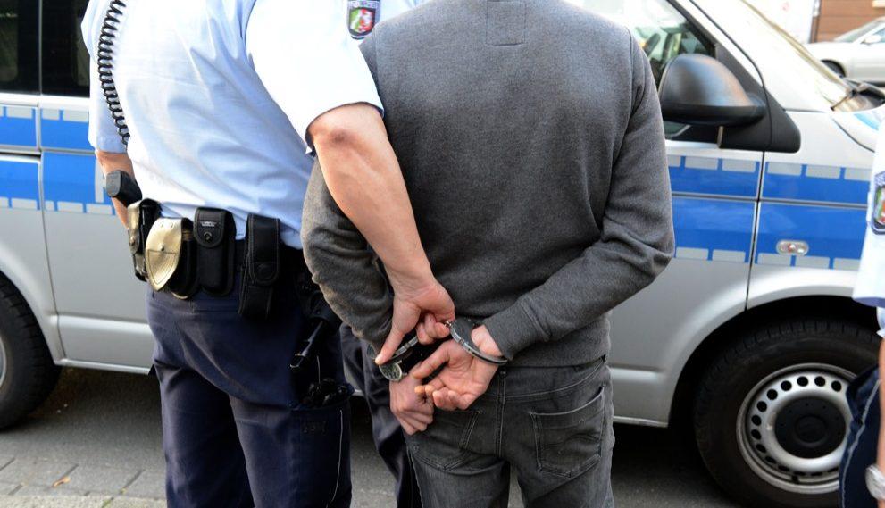 Das Amtsgericht Dortmund hat eine viermonatige Haftstrafe auf Bewährung für die Beleidigung und den Widerstand gegen Vollzugsbeamte verhängt.