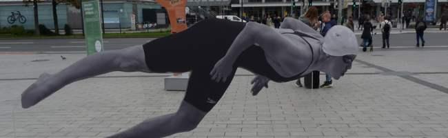Gedenken an jüdische SportlerInnen: Ausstellung auf dem Vorplatz des Deutschen Fußballmuseums in Dortmund