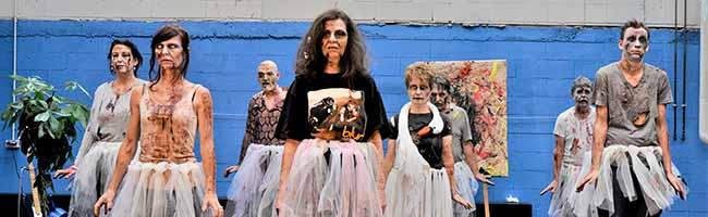 """Premiere von """"Zombification"""" im Theater im Depot: Wie viel Mensch steckt im Zombie – wie viel Zombie in uns?"""