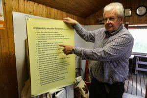 Siegfried Rinke erklärt die Regeln.